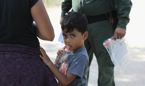 Trumps mest grufulle handlinger ble stoppet av gråtende barn. Men innvandringspolitikken hans kan seire