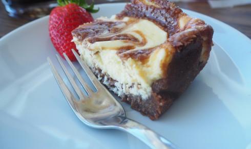 Melkesjokoladebrownie med vaniljeostekrem