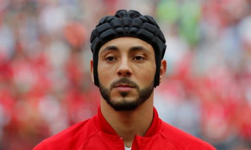 Trosser FIFA etter hjernerystelse - stiller til kamp med hjelm