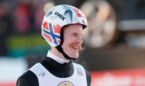Johansson best i norsk trippelseier: – Er det lov å si at vi eier i skiflyging?