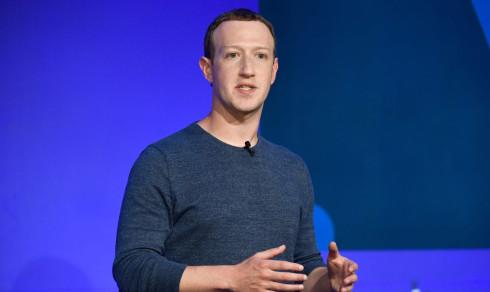 Anklager Facebook for å tillate voldelige videoer