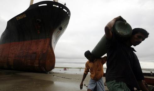Fersk rapport: Norske rederier bak 16 skip som ble hugget opp i Asia