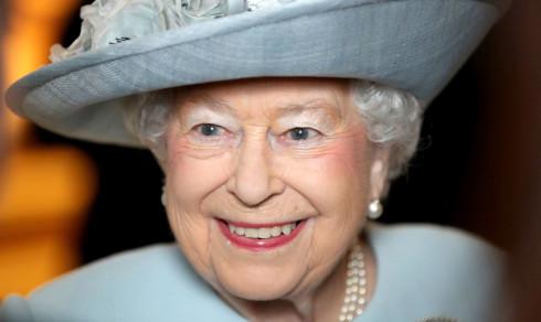 Dronning Elizabeth har to bursdager - i dag feirer britene den ene