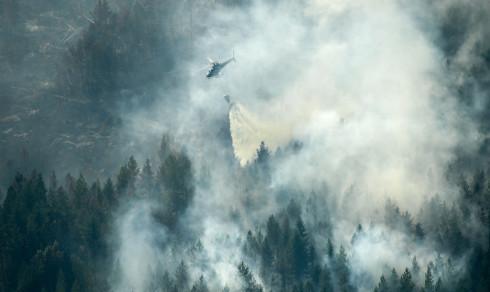 Myndighetene svir av område i Dalarna for å hindre brannspredning