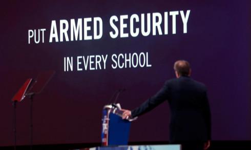 USAs mektige våpenlobby: Sosialister utnytter skolemassakrer for å få strengere lover