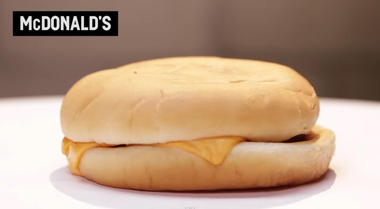 Se hva som skjedde med McDonalds-burgeren på 30 dager