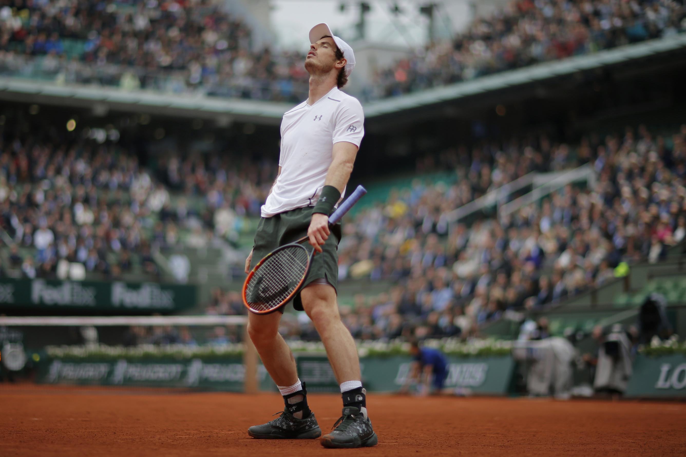 PARIS: Briten Andy Murray er sjelden en gladgutt på tennisbanen, men fortsetter likevel å vinne i French Open i Paris. Onsdag slo han ut franske Richard Gasquet i kvartfinalen. FOTO: Gonzalo Fuentes / NTB scanpix