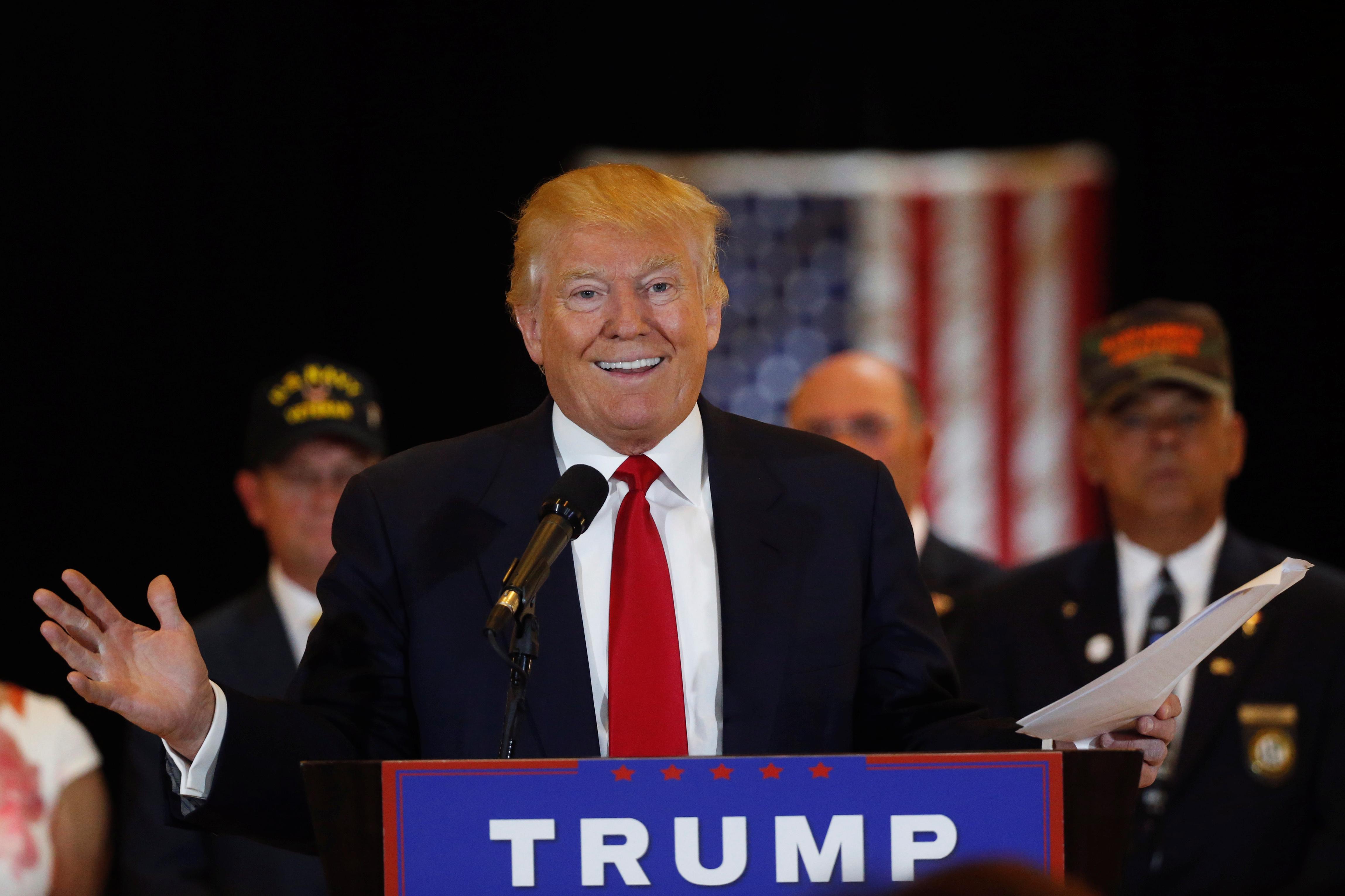 NEW YORK: Presidentkandidat Donald Trump viste tenner på en pressekonferanse i Trump Tower på Manhattan tirsdag, da han ble presset på påstander om han ikke hadde gitt krigsveteraner pengestøtte, slik han selv har hevdet tidligere. FOTO: Lucas Jackson ( NTB scanpix