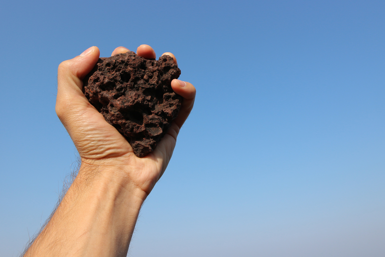 Hand Throwing Stone : Quiz hvor langt er et steinkast