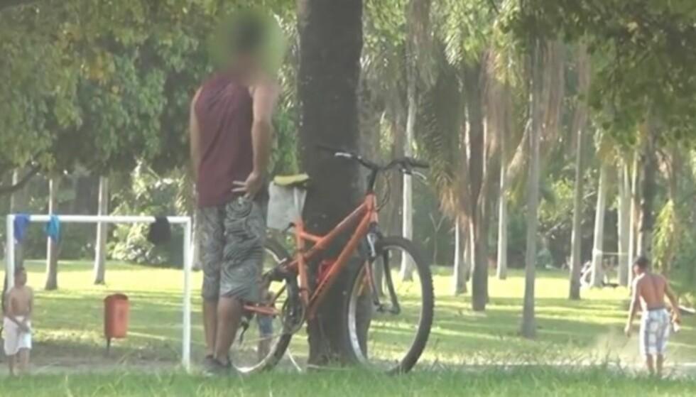 Gutten skal stjele sykkelen - men blir stoppet av en fantastisk felle