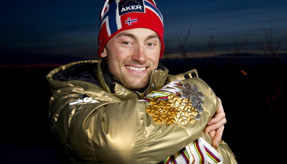 Petter Northug iført gulljakke med sine 3 gull og to sølv medaljer fra ski-VM i Holmenkollen i 2011. Foto: Gorm Kallestad / Scanpix