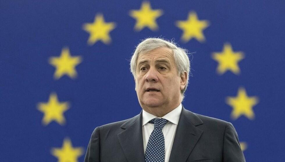 EU-parlamentets president Antonio Tajani er blant dem som nå utfordres til å undertegne et løfte om kamp mot seksuell trakassering før europavalget i mai. Foto: Jean-François Badias / AP / NTB scanpix