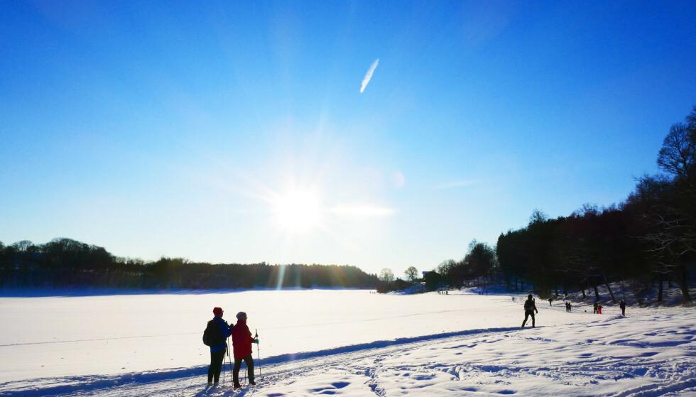 Det vil fortsatt komme mer snø i helga, men samtidig lover meteorologene at det vil bli mildere temperaturer over store deler av landet. Foto: Erik Johansen / NTB scanpix