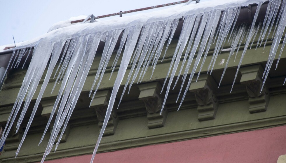 Det er stor rasfare fra tak i hovedstaden. Foto: Terje Pedersen / NTB scanpix