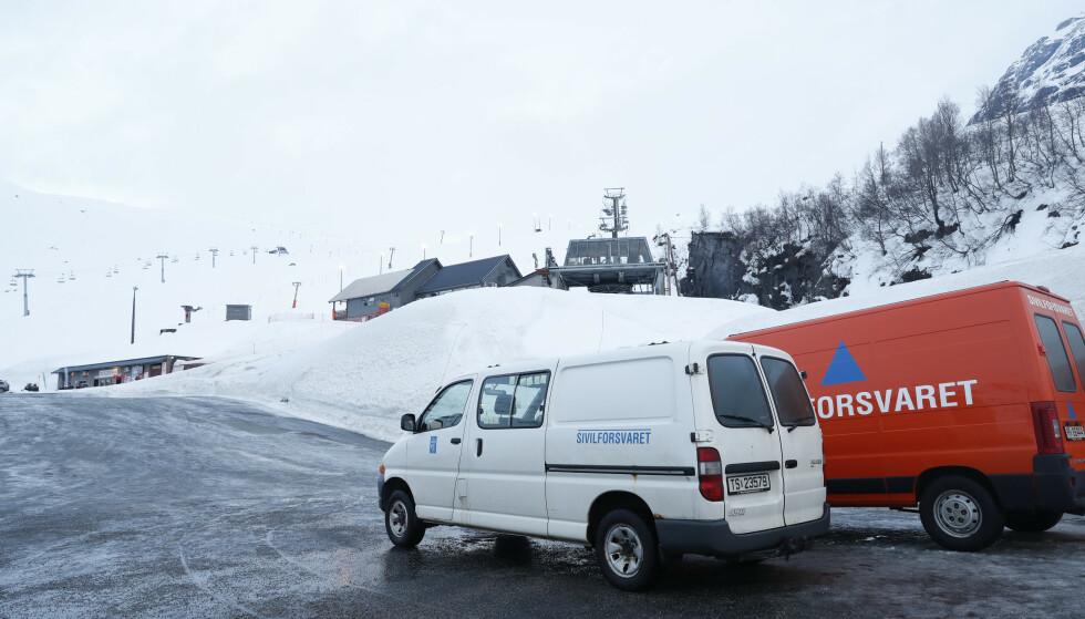 En mann og en kvinne i 40-årene fra Rogaland omkom da helikopteret de satt i styrtet ned i Røldalsfjellet i Hordaland søndag. Foto: Terje Bendiksby / NTB scanpix