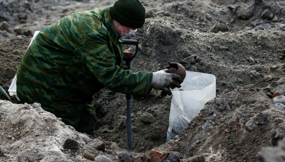 Massegraven i byen Brest ble oppdaget i forbindelse med byggearbeid. Foto: Vasily Fedosenko/Reuters/NTB Scanpix