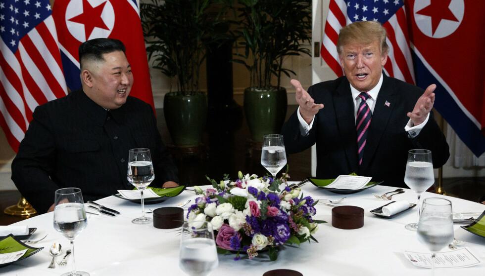 President Donald Trump (t.h.) og Nord-Koreas leder Kim Jong-un spiste middag sammen i Hanoi onsdag. Foto: Evan Vucci / AP / NTB scanpix