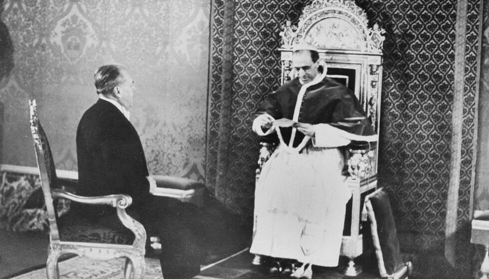 Pave Pius XII anklages for å ha lukket øynene for jødenes skjebne under andre verdenskrig, noe Vatikanet aviser. Nå åpner de den tidligere pavens arkiv. Foto: AP / NTB scanpix