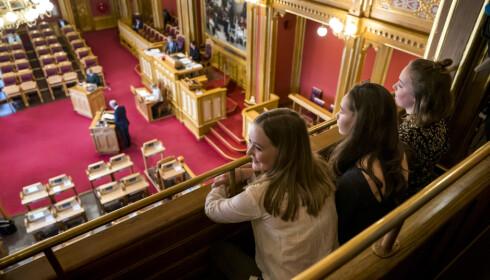 Ella Fyhn (t.v) Ellisiv Aure (midten) og Ea Baklund under et besøk på Stortinget. FOTO: Cornelius Poppe/NTB scanpix