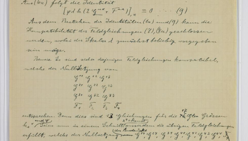Det hebraiske universitetet i Jerusalem har fått 110 originale dokumenter som har tilhørt Albert Einstein. Bildet viser et tillegg til fysikerens enhetsteori fra 1930. Foto: Ardon Bar-Hama / Hebrew University / AP / NTB scanpix