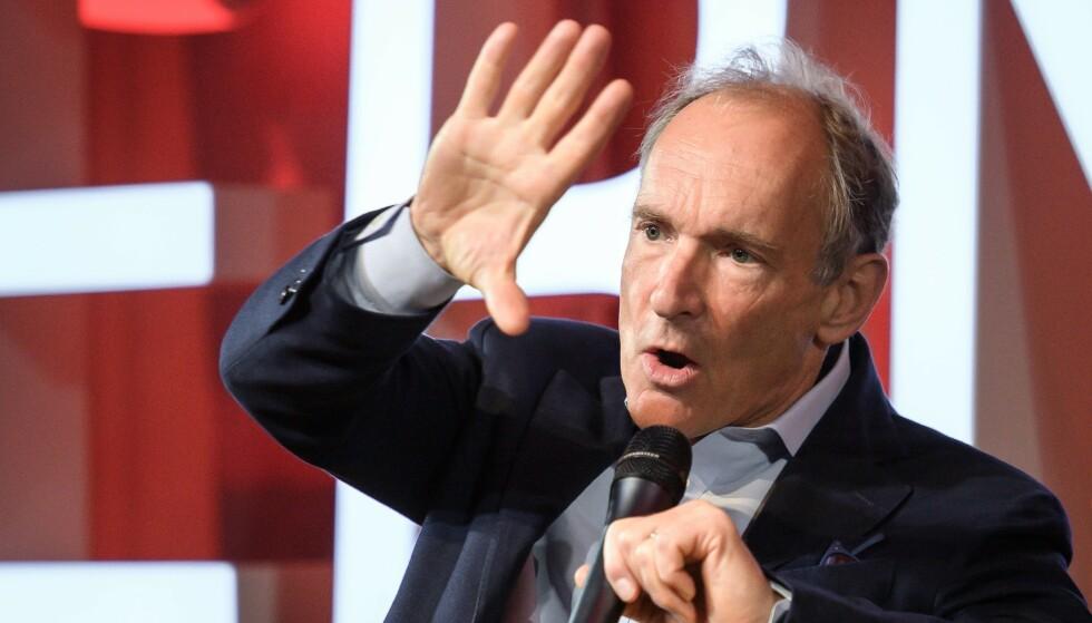 <strong>ADVARER:</strong> Tim Berners-Lee oppfordrer folk til å ta kontroll over egne personopplysninger på internett. Foto: Fabrice COFFRINI / POOL / AFP.
