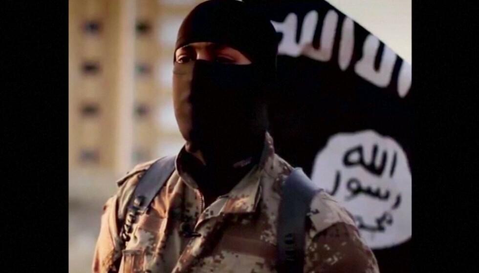 «TA HEVN»: En uidentifisert IS-kriger ber i opptaket muslimske «brødre i Europa og i hele verden» om å «stå opp mot korstoget og ta hevn på vegne av sin religion». Illustrasjonsfoto: Reuters.