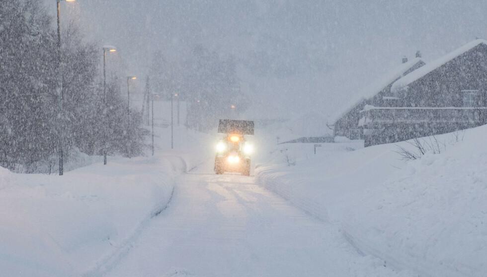 Det er ventet store mengder snø og vanskelige kjøreforhold flere steder i Sør-Norge lørdag kveld og søndag. Foto: Tor Erik Schrøder / NTB scanpix