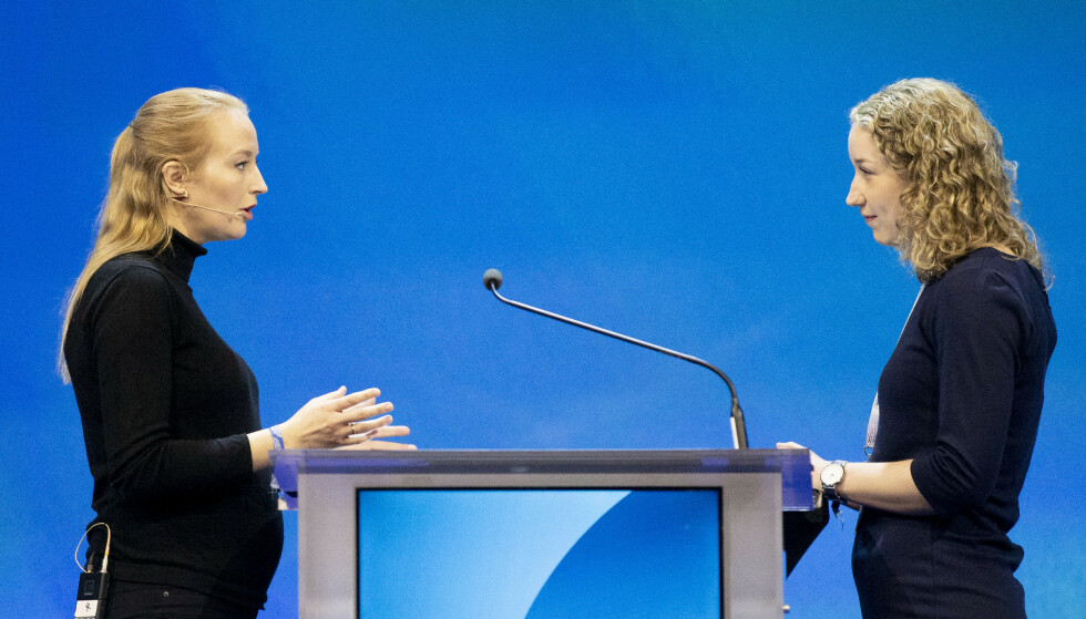 Unge Høyre leder, Sandra Bruflot (t.v) i duell med Marte Leirvåg fra Bergen Høyre på Høyres landsmøte på Gardermoen lørdag. Foto: Fredrik Hagen / NTB scanpix