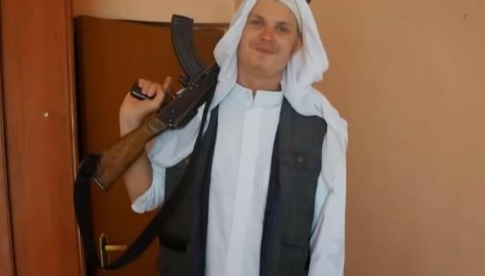 Moren til den norsk-svenske IS-krigeren Michael Skråmo bekrefter at sønnen er død. Foto: Youtube/Skjermdump