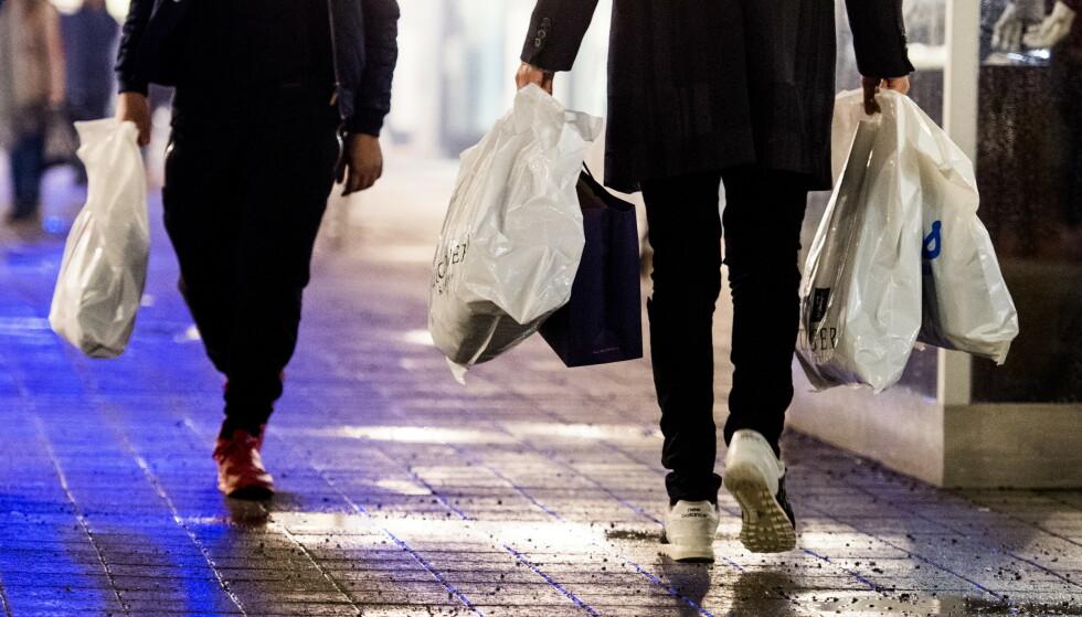 Nordmenn forbruker nest mest i Europa. Her i forbindelse med «Black Friday»-salget til Norwegian Outlet i Vestby. Foto: Jon Olav Nesvold / NTB scanpix
