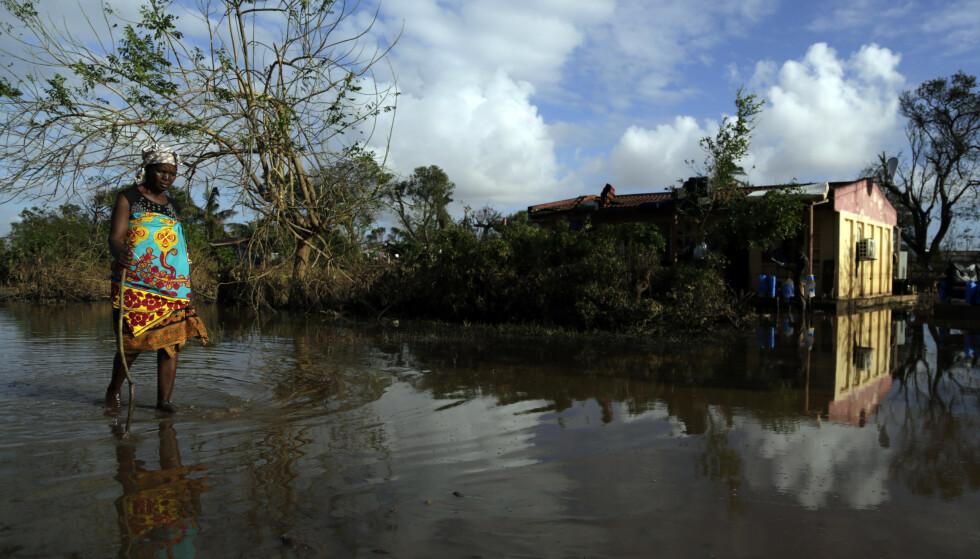Lete- og redningsarbeidet pågår fortsatt, mer enn en uke etter at syklonen raste gjennom området. Foto: AP / NTB scanpix