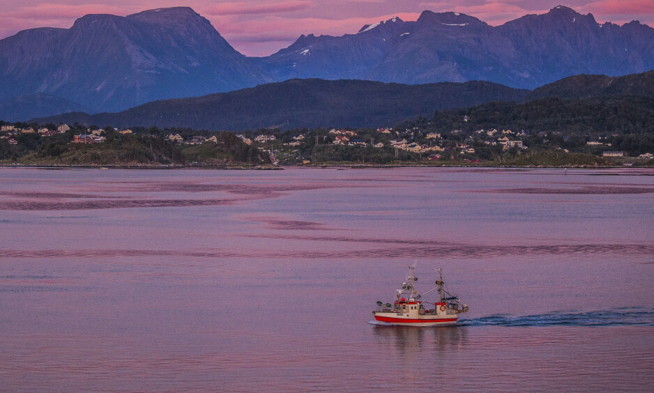 Ålesund 20170803 Liten fiskebåt på vei inn Hessafjorden til Ålesund. Foto: Halvard Alvik, NTB scanpix