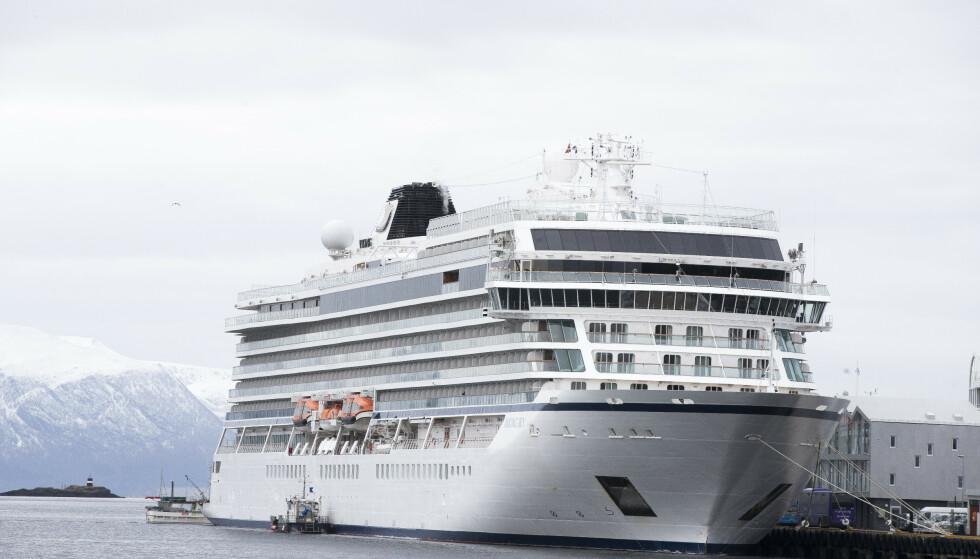 BLE BERGET: Cruiseskipet Viking Sky la til kai på søndag i Molde havn. Foto: Terje Pedersen / NTB scanpix