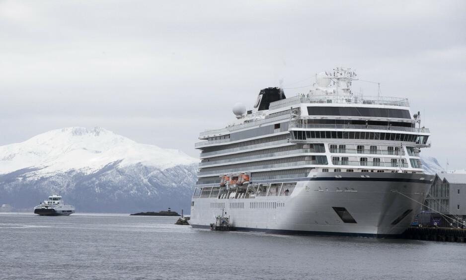 Cruiseskipet Viking Sky i Molde havn. Foto: Terje Pedersen / NTB scanpix