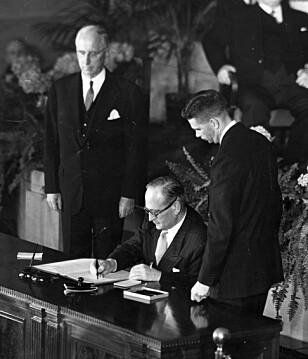 Atlanterhavspakten ble undertegnet av utenriksminister Halvard Lange i Washington 4. april 1949. Arkivfoto: NTB scanpix