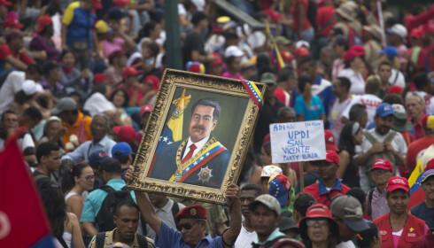 President Nicolas Maduros tilhengere tok lørdag til gatene i Caracas for å demonstrere. Foto: AP / NTB scanpix