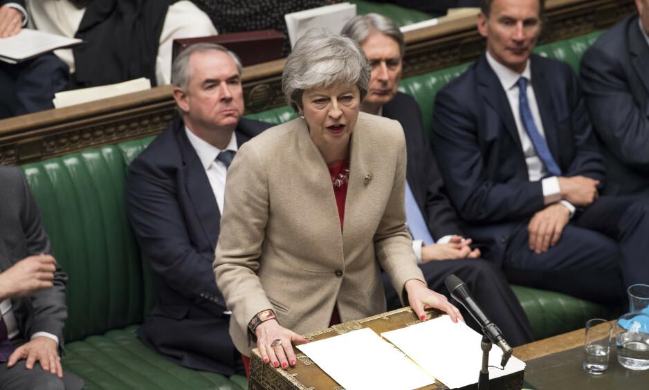 Storbritannias statsminister Theresa May advarte de folkevalgte mot konsekvensene etter at Underhuset fredag på nytt stemte ned avtalen hun har forhandlet fram med EU. Foto: Mark Duffy/ AP / NTB scanpix
