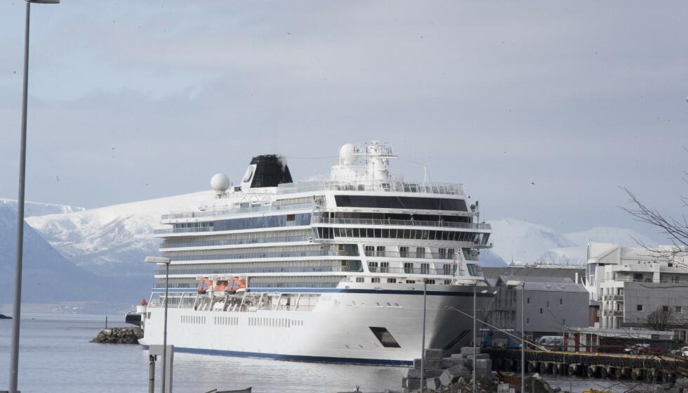Det var 1.373 personer om bord da Viking Sky fikk motorstans på havstrekningen Hustadvika ved 14-tiden lørdag 23. mars. Rundt 470 passasjerer ble heist om bord i helikoptre i en omfattende redningsaksjon. Foto: Terje Pedersen / NTB scanpix