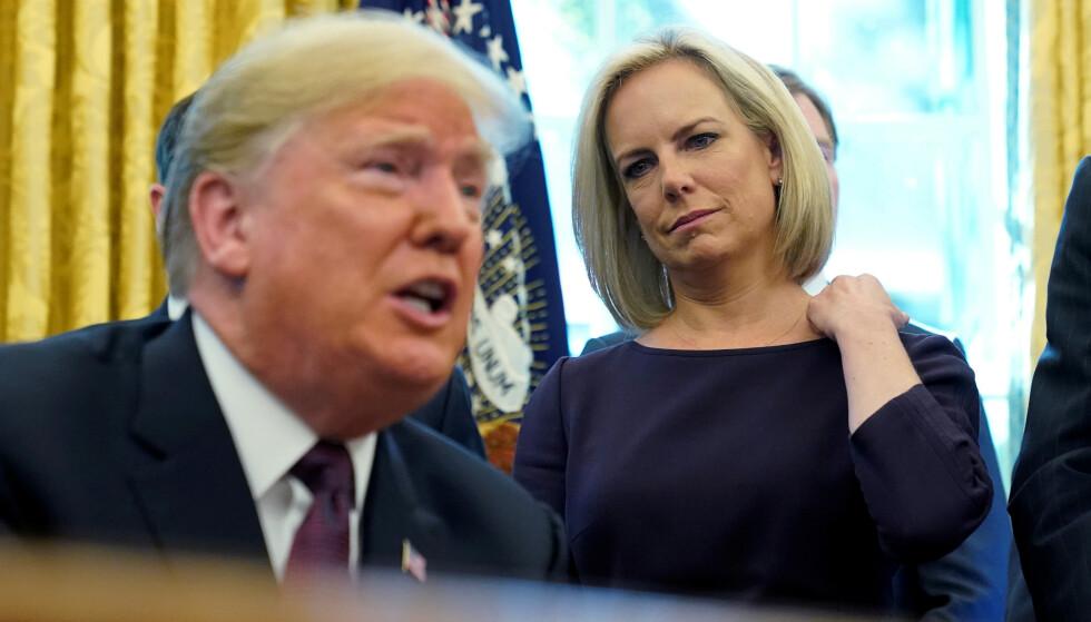 Avgått sikkerhetsminister Kirstjen Nielsen sammen med president Donald Trump i et møte i Det ovale kontor fjor vår. Foto: Reuters /NTB Scanpix