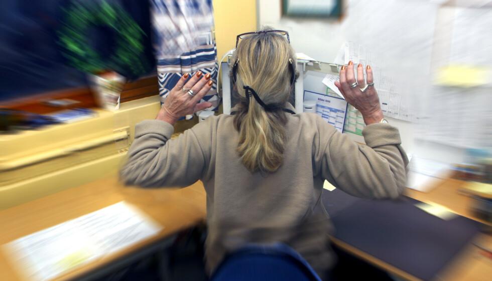 Ny undersøkelse viser at hver tredje arbeidstaker jobber gratis overtid. Foto: NTB scanpix