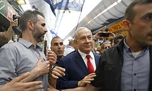 Netanyahu fortsetter som statsminister i Israel. Foto: MENAHEM KAHANA / AFP / NTB scanpix