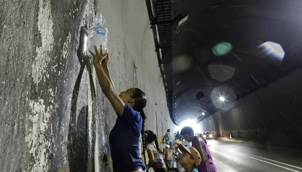 Siden 7 mars har store deler av Venezuela opplevd strømbrudd daglig. Foto: AP Photo/Ariana Cubillos / NTB scanpix