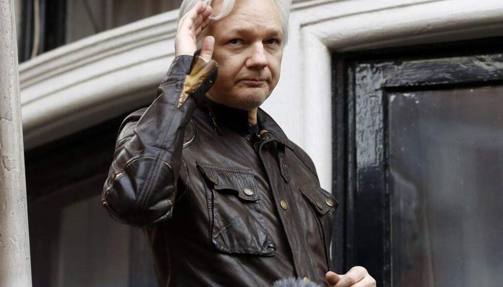 Julian Assange er pågrepet av britisk politi, melder BBC. Foto: NTB Scanpix / AP