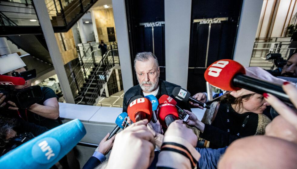 Eirik Jensen møtte pressen etter at fagdommerne i Borgarting lagmannsrett satte juryens kjennelse i saken mot ham til side. Foto: Gorm Kallestad / NTB scanpix