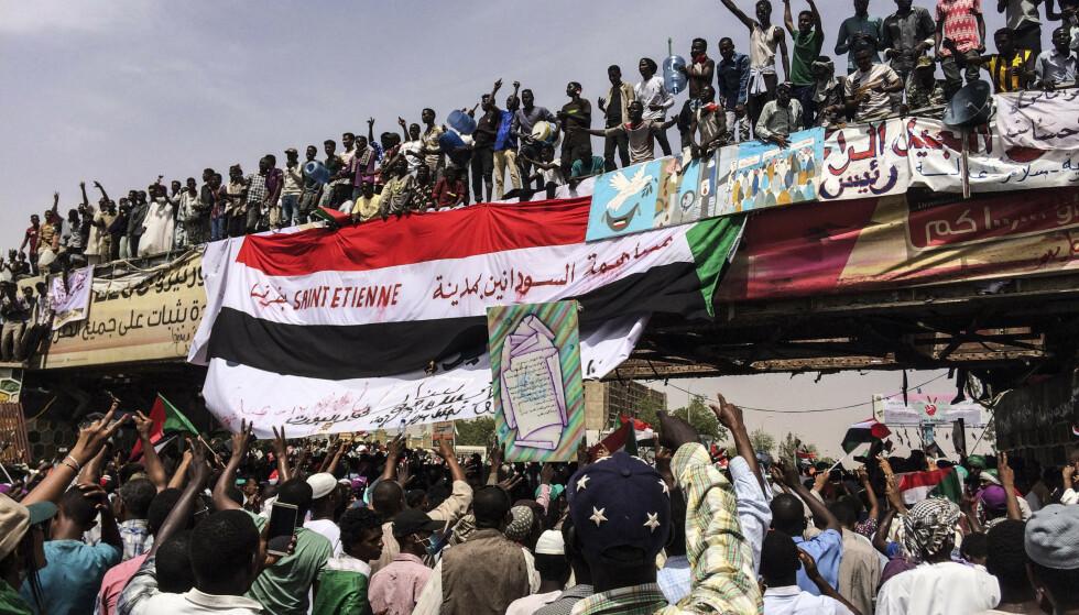 Sudans sikkerhetssjef går av. Foto: AP Photo