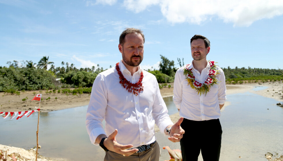 Kronprinsen på klimatur i Tonga. Foto: Karen Setten / NTB scanpix