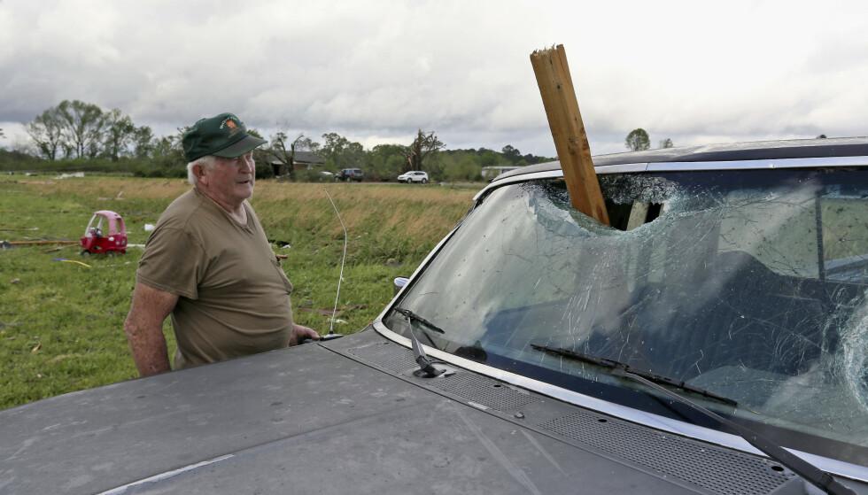 Det voldsomme uværet i USA har ført til store ødeleggelser. (AP Photo/Jim Lytle).