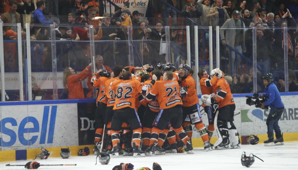 Fra mandagens hockeykamp mellom Frisk Asker og Storhamar. Foto: Terje Bendiksby / NTB scanpix