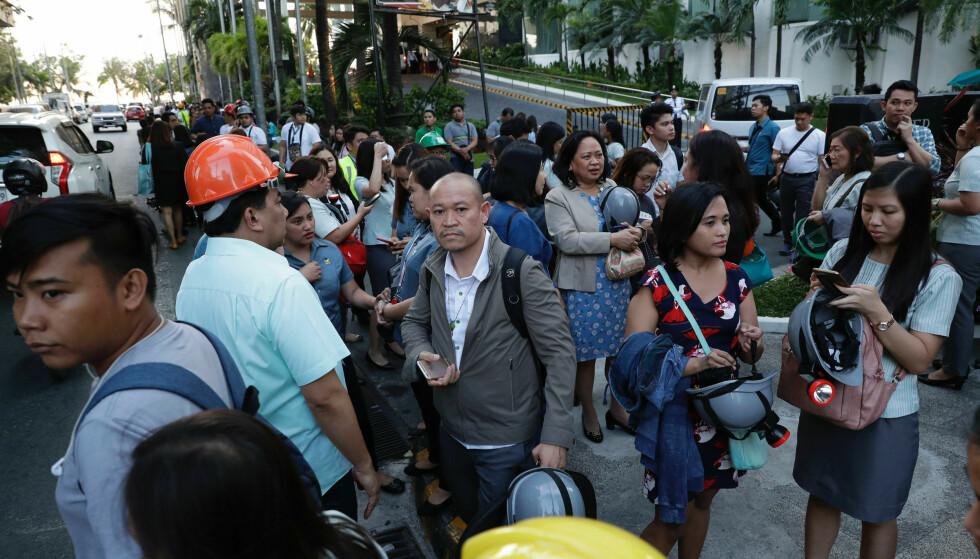 Fem personer har omkommet etter jordskjelv på Filippinene. Foto: AP Photo/Aaron Favila