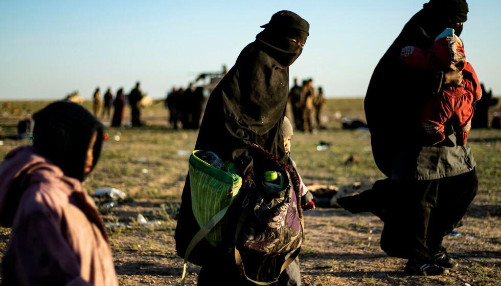 Kvinner med barn som har forlatt det siste IS-okkuperte området i Syria. Foto: NTB Scanpix / AFP